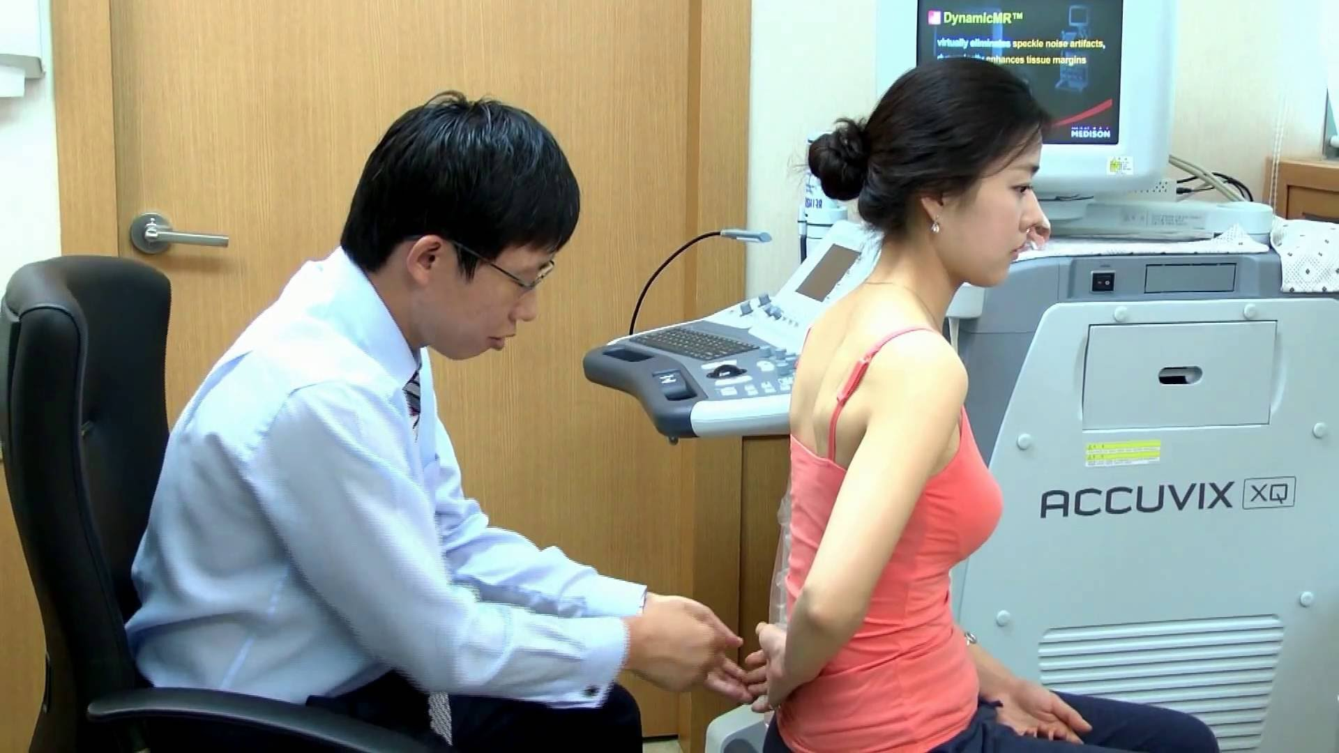 woman gets her torn rotator cuff looked at