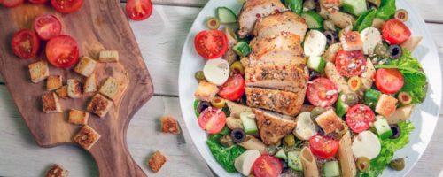 Atkins diet: salad with chicken